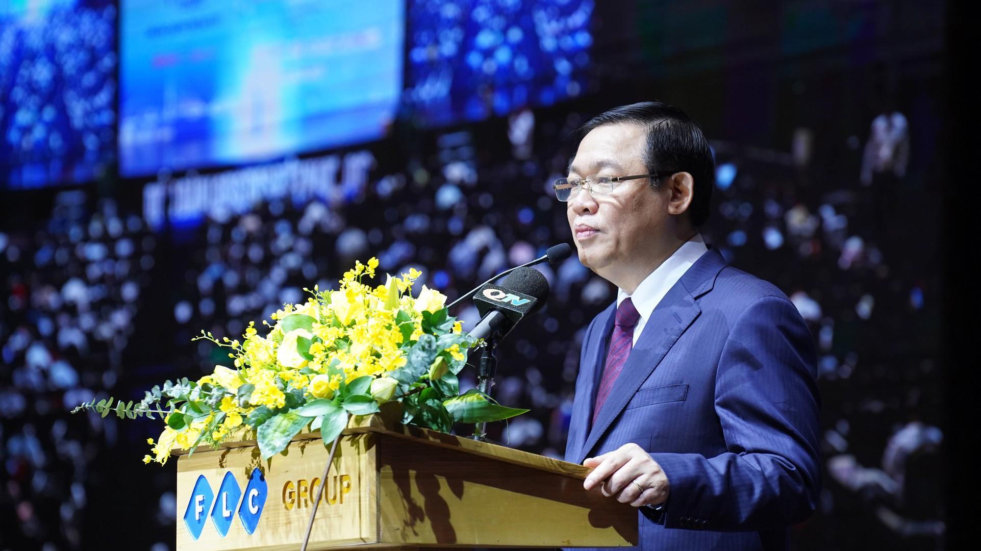 Phó thủ tướng Vương Đình Huệ phát biểu tại diễn đàn. (Ảnh: Việt Tuấn)